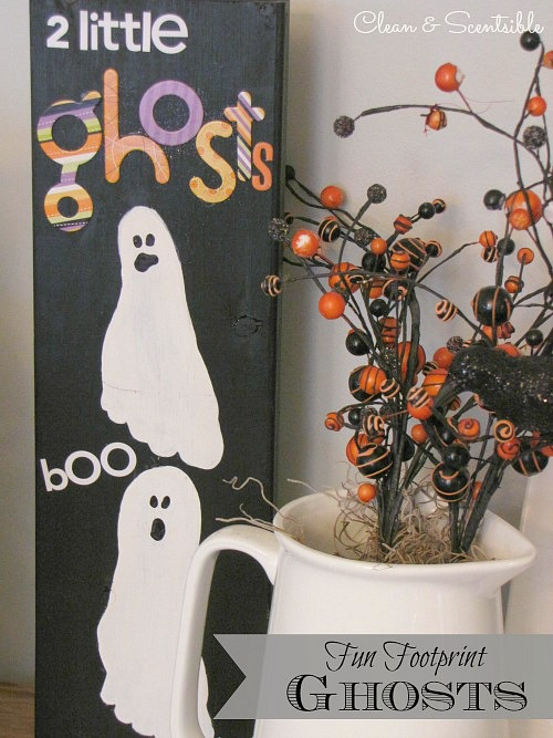 These footprint ghosts are so cute and a  great keepsake to keep for years to come!  // cleanandscentsible.com