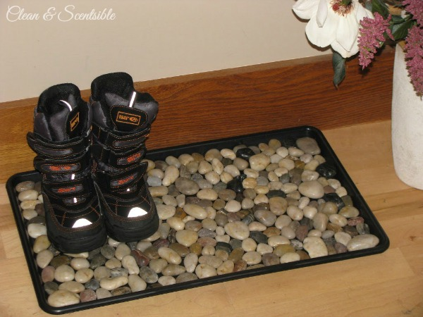 DIY Pebble Boot Tray - stylish, functional and so easy to do!