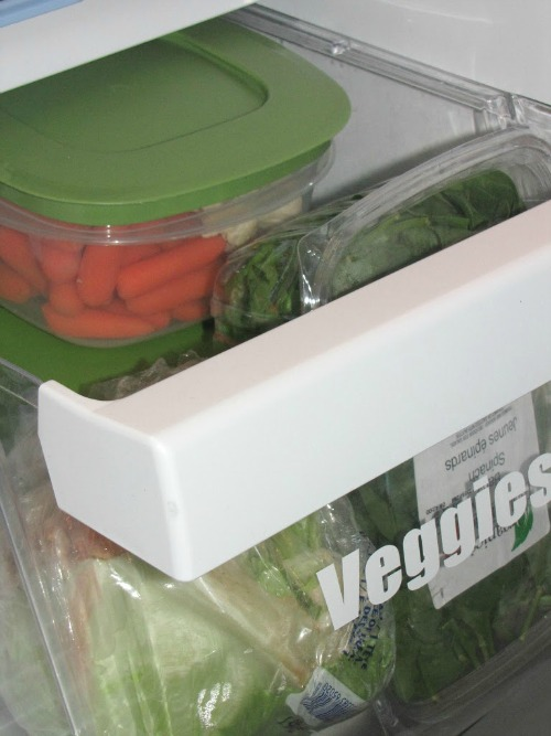 Lots of tips and tricks to help organize your fridge and freezer! // via Clean and Scentsible #kitchenorganization