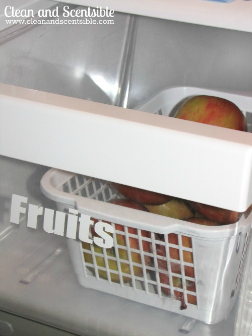 Lots of tips and tricks to help you organize your fridge and freezer! // via Clean and Scentsible #kitchenorganization