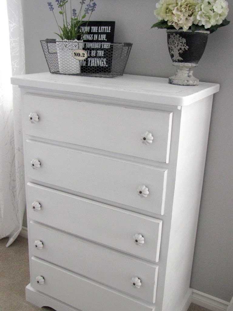 diy chalky paint review clean and scentsible. Black Bedroom Furniture Sets. Home Design Ideas