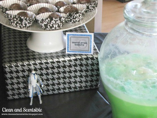 Star Wars party food ideas plus free printable food labels.