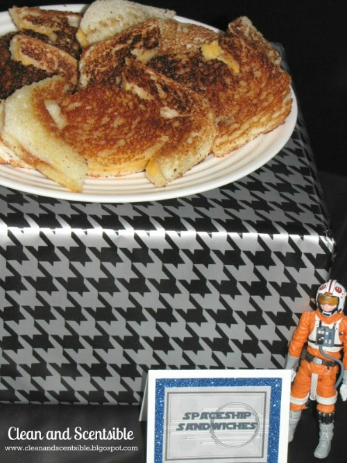 Star Wars party food ideas plus free printables.