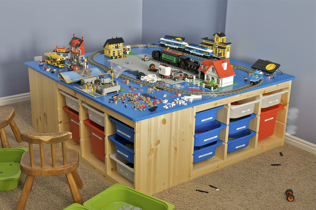 Lego storage clean and scentsible for Table lego ikea