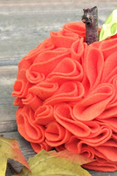 Cute ruffled felt pumpkin with DIY tutorial.