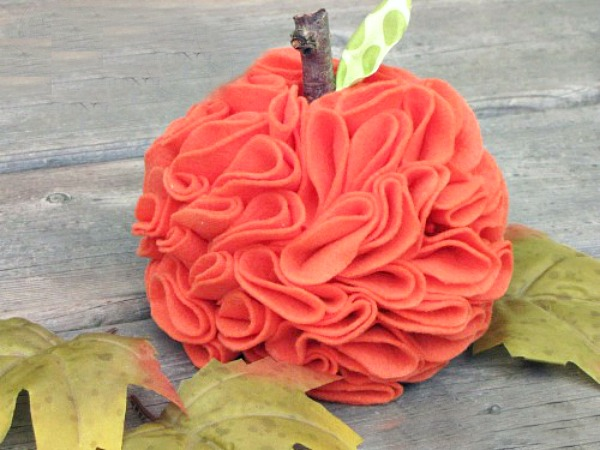 Pretty felt pumpkins. Rustic ruffled felt pumpkin fall craft.