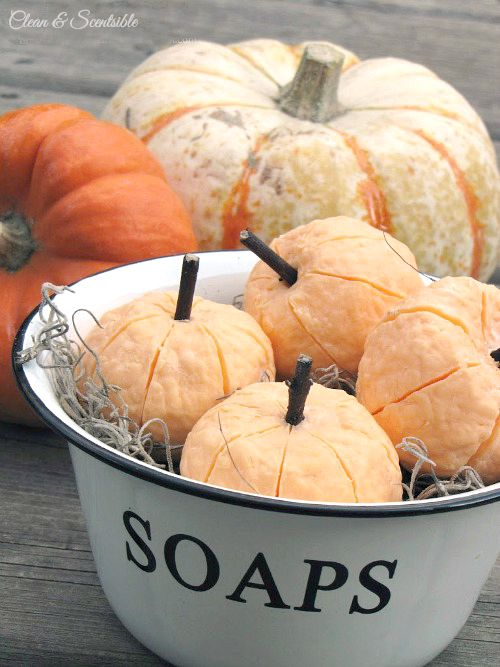 These little pumpkin soaps are so cute and easy to make.  Must try!