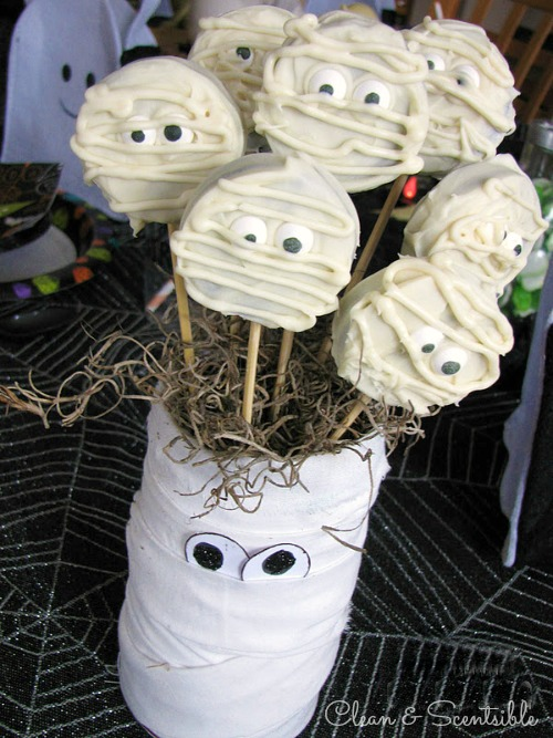 Tons of Halloween party ideas - food, decor, games, and kids' crafts!