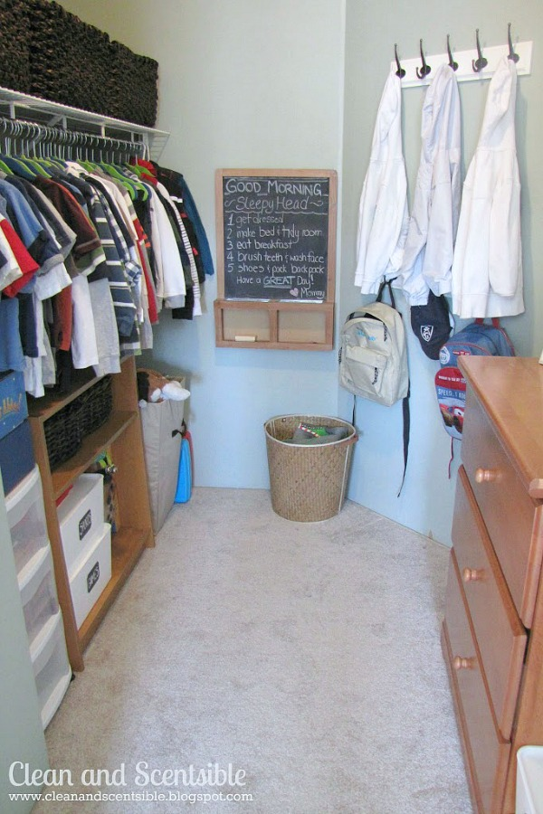 Great ideas for keeping kids' closets organized! // cleanandscentsible.com