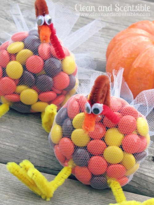 Adorable turkey treats and so easy to make! //cleanandscentsible.com