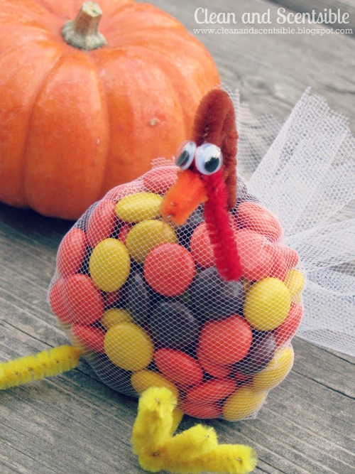 These little turkeys are so easy to create and make the perfect Thanksgiving treat for the kids' table.