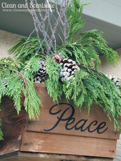 Rustic Christmas Basket.  This would look lovely on the front porch!