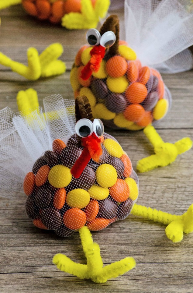 turkey treats for thanksgiving made with mms pipe cleaners and tulle