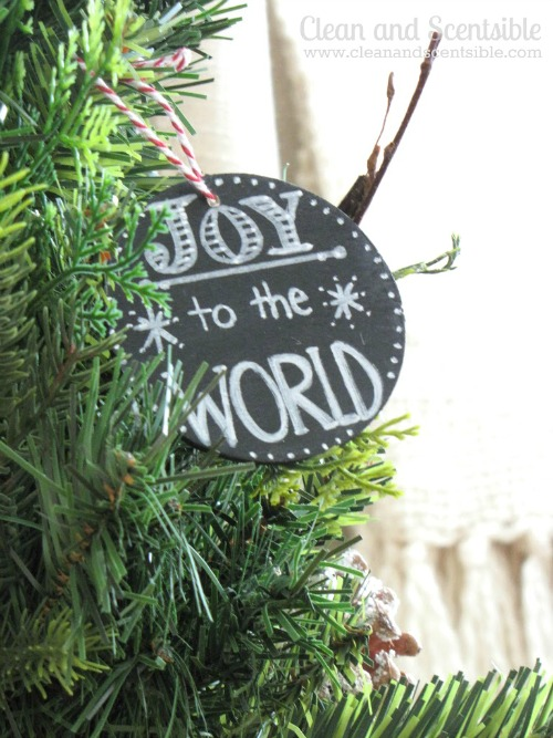 Chalkboard art Christmas ornaments! These are so cute!