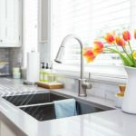 Awesome cleaning tips to get your kitchen sparkling in no time! Free printables included to help keep you on track! // cleanandscentsible.com