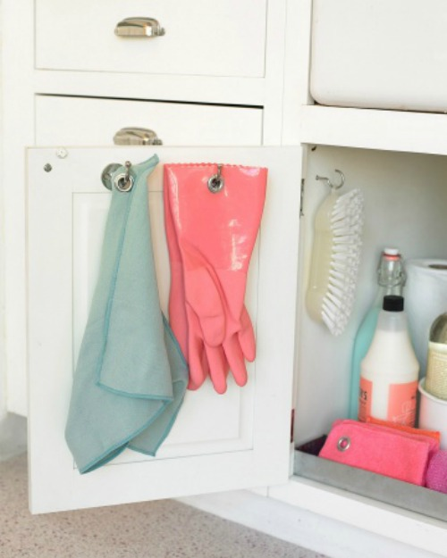 How to organize your cleaning supplies {green cleaning}.