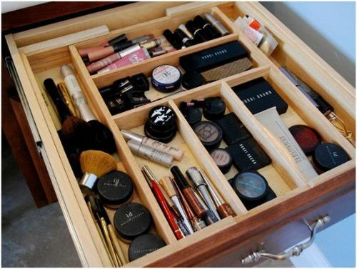 Lots Of Great Make Up Organization Tips