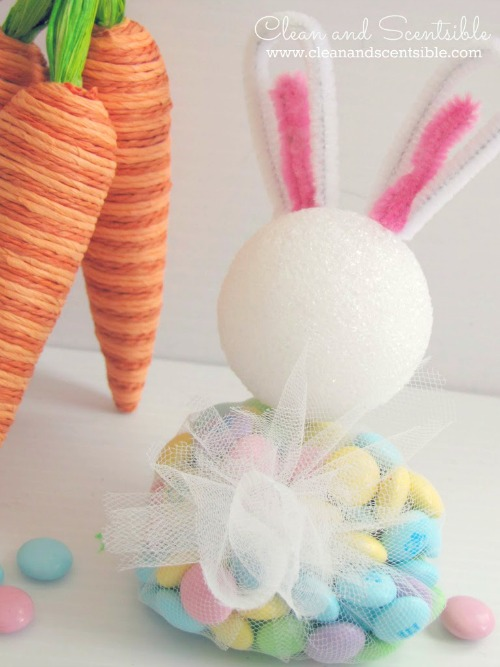 Easter Bunny Treats.  These are really easy to make and SO cute!  Love the tail!