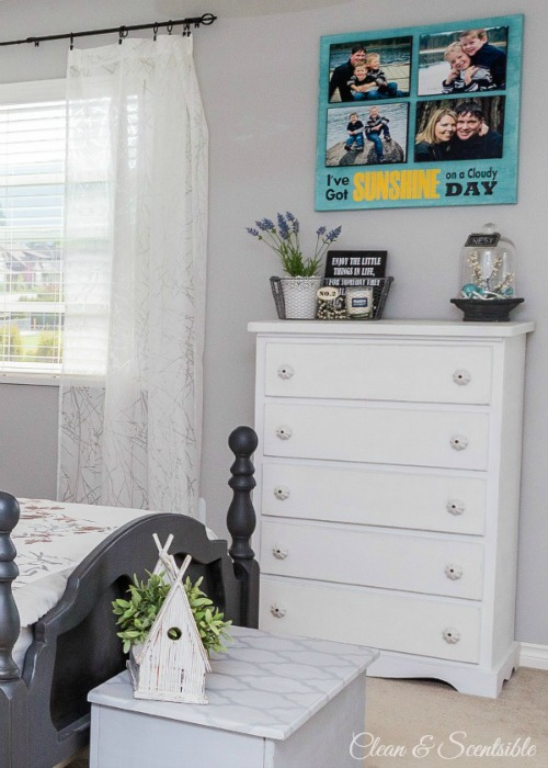 Love the look of this layered photo canvas!  // cleanandscentsible.com