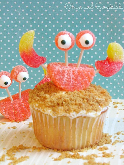 Crab cupcakes with gummy crabs.