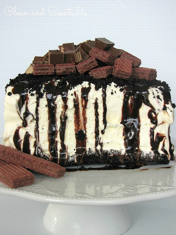 The easiest ice cream cake ever!  Done in less than 10 minutes!
