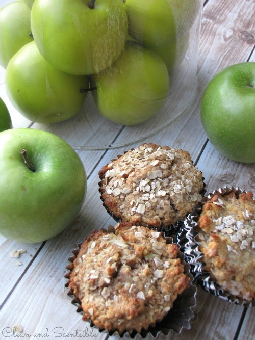 Healthy Apple Muffins.  These would be perfect for a breakfast on the go or after school snack.  // via Clean and Scentsible