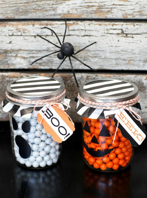 Ghost Candy Jars and 20 other ghostly Halloween ideas!
