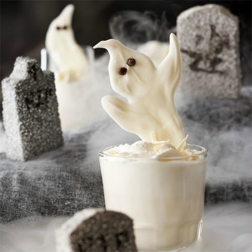 White Chocolate Ghosts and 20 other ghostly Halloween ideas!