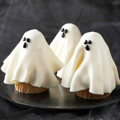 Ghost cupcakes and 20 other ghostly Halloween ideas!