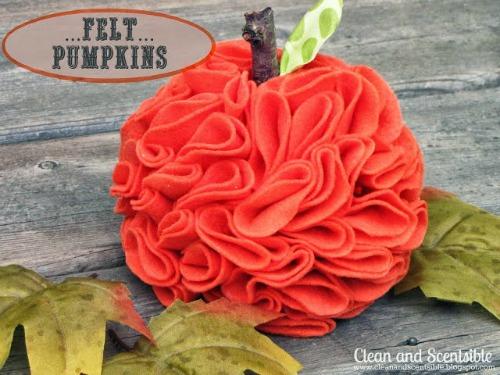Ruffled felt pumpkins.  So cute!!