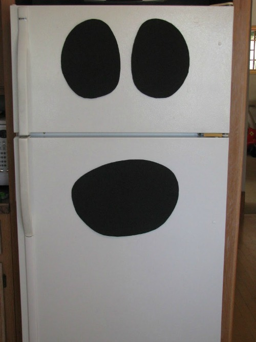 Ghost fridge and 20 other ghostly Halloween ideas.