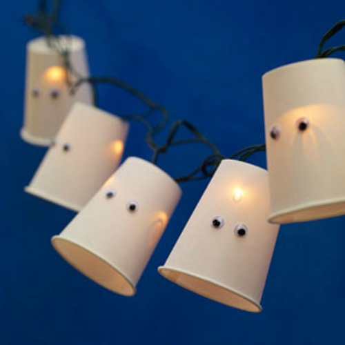 Ghost lights and 20 other ghostly Halloween ideas!