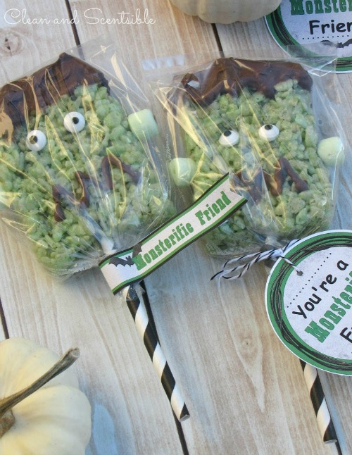 Frankenstein Rice Krispie treats with free printables.  So cute!!!