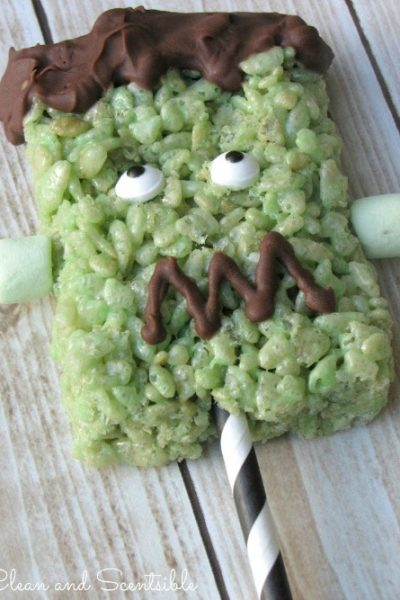 Frankenstein Rice Krispie Treats Pops with free printable. // cleanandscentsible.com