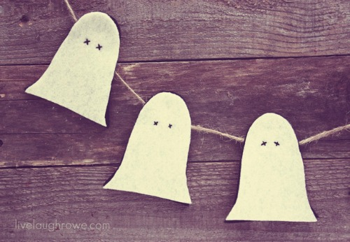 Rustic Ghost Garland and 20 other ghostly Halloween ideas!
