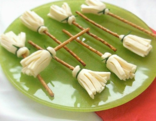 cheese and pretzel broomsticks plus lots of other fun and healthy halloween food ideas - Halloween Healthy Food