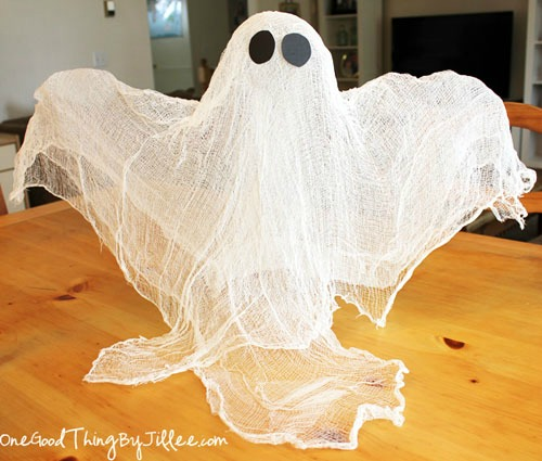 Cheesecloth Ghost and 20 other ghostly Halloween ideas.