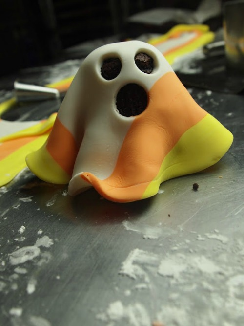 Candy Corn Ghost Mini-Cakes and lots of other fun candy corn ideas!