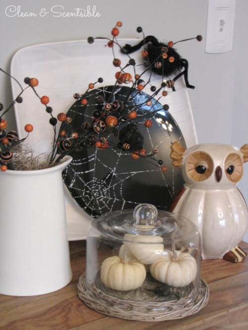 Lotsof Halloween decorating ideas!