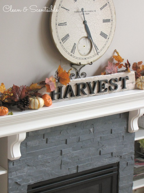 Fall Home Tour - lots of ideas for decorating your home for fall and Thanksgiving.  // via Clean and Scentsible