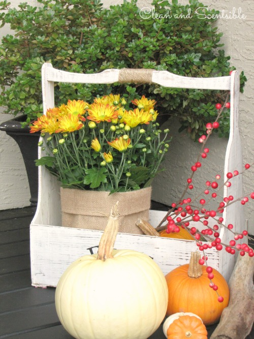 Fall outdoor decorating ideas for your porch.