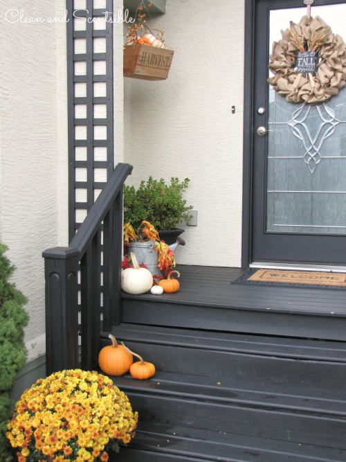 Ideas to decorate your front porch for fall.