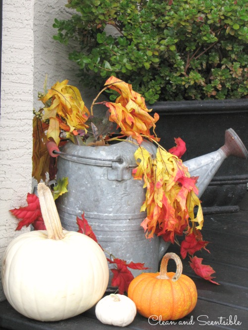 Outdoor fall decorating ideas for the front porch.
