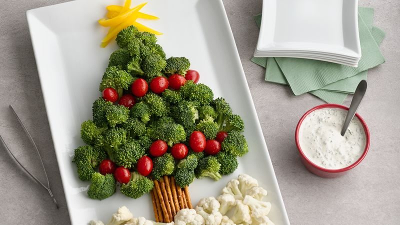 Vegetable Christmas tree platter with broccoli, tomatoes, and cauliflower.