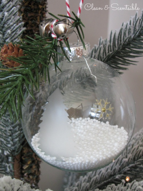 Easy DIY Christmas Ornament.