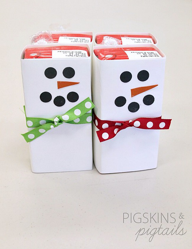 Drink boxes wrapped in paper for snowmen drink boxes. Cute and healthy Christmas snacks!