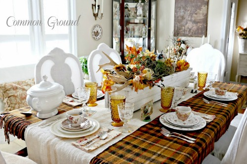 How to set the perfect Thanksgiving table.  Tablescapes and recipes to help you celebrate the season!