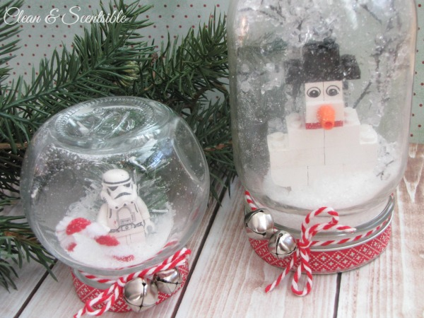 Lego Snowglobes - such a fun and creative project to do with your kids and can be adapted to different skill levels.