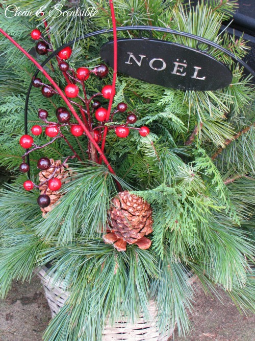 Lots of ideas for decorating a Christmas porch!