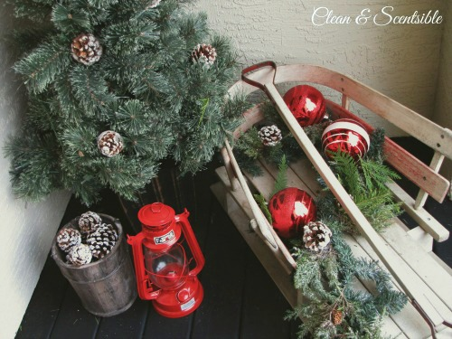 Lots of ideas to help you decorate your front porch for Christmas!